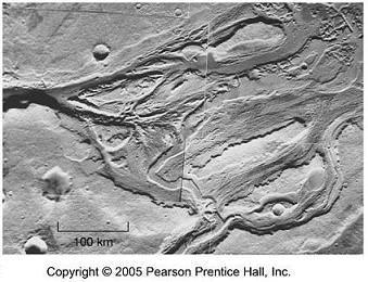 Figura 2 - Canais em Marte, evidência de correntes de água que terão existido no planeta
