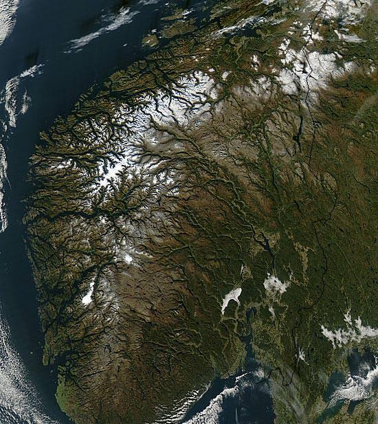 Fotografia aérea do sistema fluvial da Noruega.